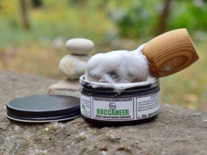 Buccaneer - sapun natural clasic pentru barbierit, cu ulei de ricin, grasime de vita si unt de cocos. Produs hand made, in Romania. KALARI - cosmetice naturiste.