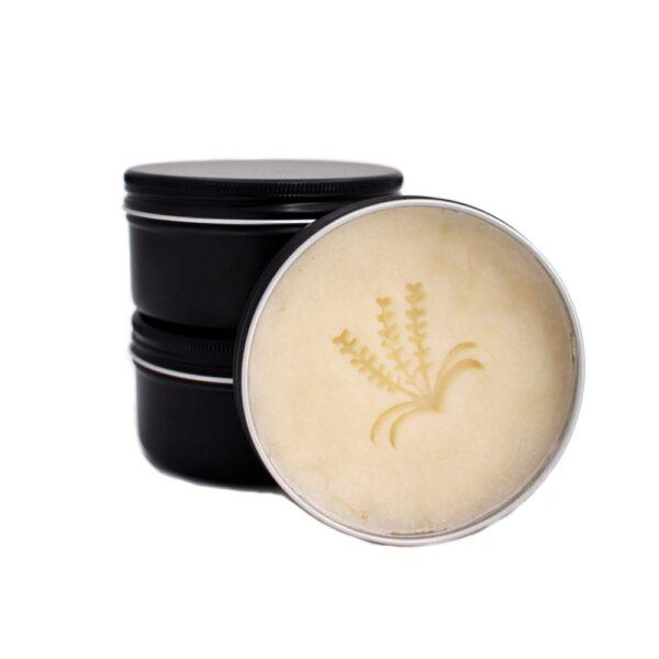 Buccaneer - sapun natural clasic pentru barbierit, cu grasime de vita, ulei de ricin si unt de shea. Produs hand made, in Romania. KALARI - cosmetice naturiste.