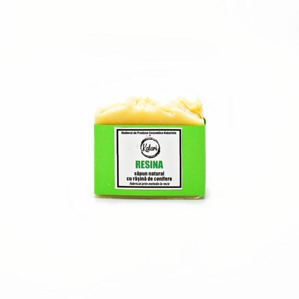Resina - sapun solid, natural, cu rasina de conifere si ulei de avocado, fabricat prin metoda la rece. Produs hand made, in Romania. KALARI - cosmetice naturiste