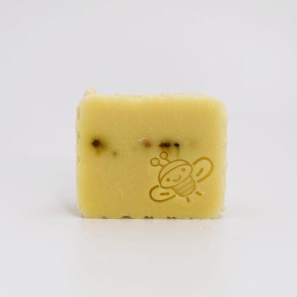 Stupul - sapun solid, 100% natural, cu miere de albine si polen, fabricat prin metoda la rece. Produs hand made, in Romania. KALARI - cosmetice naturiste.