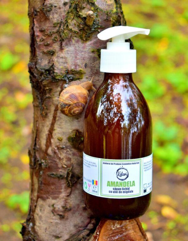 Amandela - sapun lichid, cu ulei de migdale, glicerina si unt de cocos. Produs hand made, in Romania. KALARI - cosmetice naturiste.