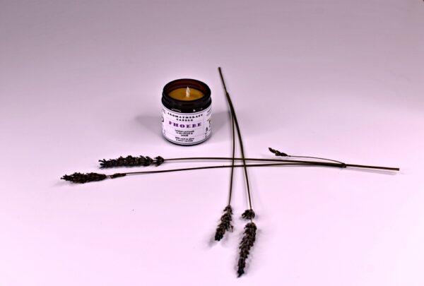 Phoebe - lumanare parfumata, din ingrediente naturale - 100% ceara de albine & uleiuri esentiale. Produs hand made, in Romania. KALARI - cosmetice naturiste - aromatherapy candle.